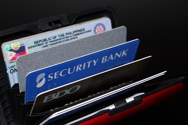 Primul card de credit